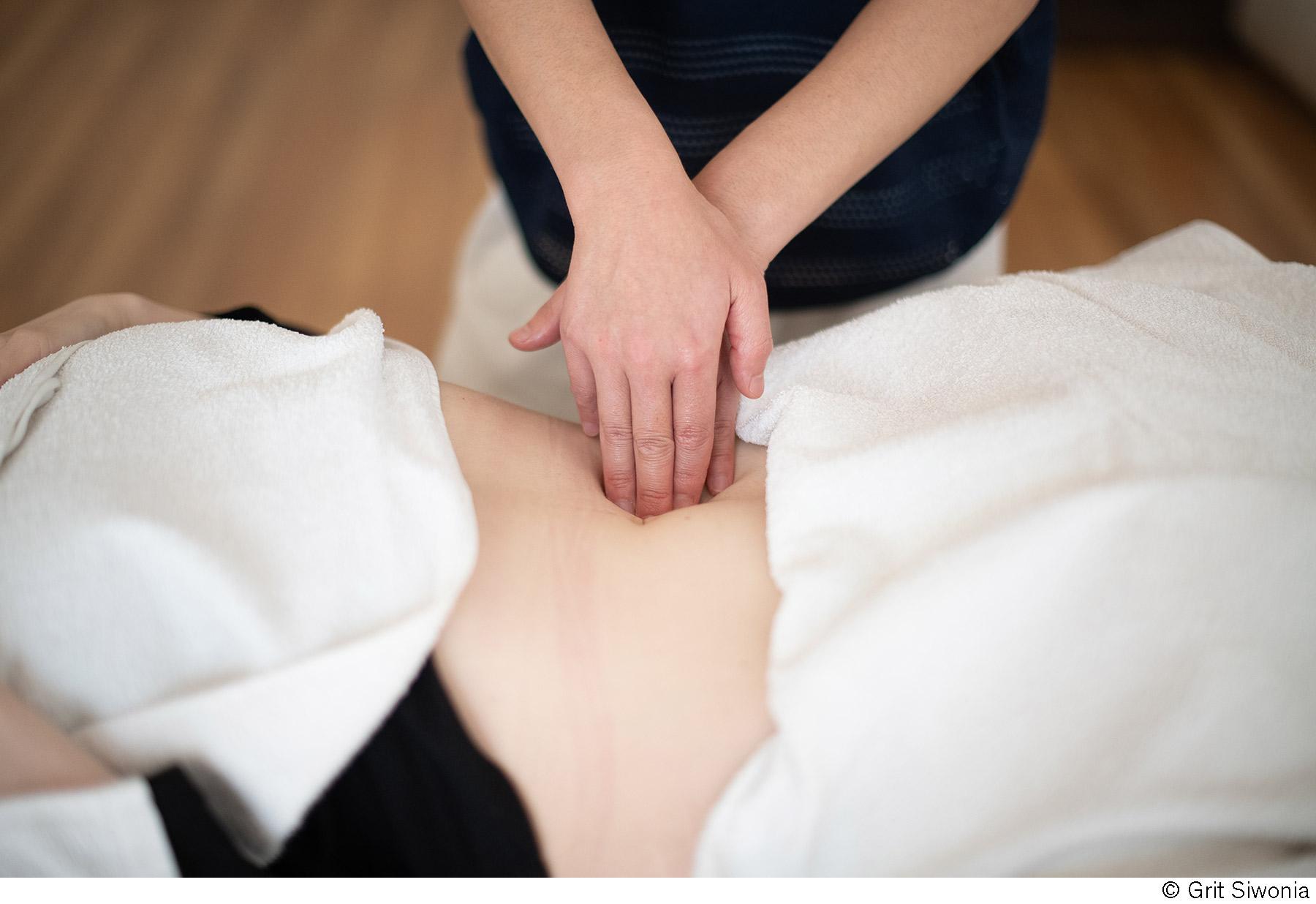 <a href='https://lass-los.com/bauch-massage/'></a>
